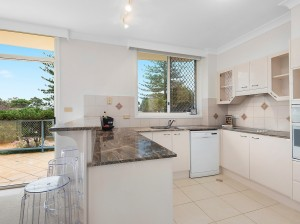 kitchen  after- PROPERTY STYLING - MCGRATH - APARTMENT, BURRAWAN ST, PORT MACQUARIE NSW 2444 -designingdivas.com.au